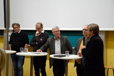 Debatt:  Fra venstre: Frederic Hauge fra Bellona, Jan Erik Gjerdbakken fra RNF (Ringerike Næringsforening), Rolf Lie i Lastebileierforbundet og Askeladden, Ole Petter Løbben i Viken Skog og HRA, og Kjell B. Hansen fra Ringerike kommune.