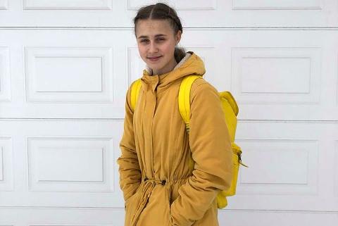 Vilde Fagerli Morstad (16) går i gult hver dag.