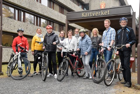 Sporty: Her er noen av dem på Kartverket som sykler til jobben. Fra venstre: Tor Laugen, Kaja Grøvdal Solberg, Ole Magnus Grønli, Laila Aslesen, Ingunn Stenhaug Obaro, Ida Hope, Ellen Gilhuus, Unni Rundhaugen, Håvard Skogmo og Per Christian Bratheim.