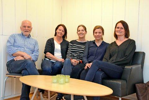 Legges ned: Fra venstre Aage Indahl, Annika Forsell, Agnethe Reymert, Inger Johanne Sneen, og Kjersti Tofte Faksvåg. Tre ansatte var ikke tilstede da bildet ble tatt.