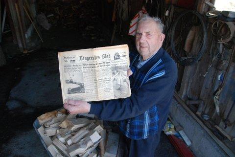 Sverre Anton Bjerkeli slår et slag for minnet om Terrengmesteren. Her med Ringerikes Blad fra 17. mars 1967, som omtaler prøvedriften med protoypen.