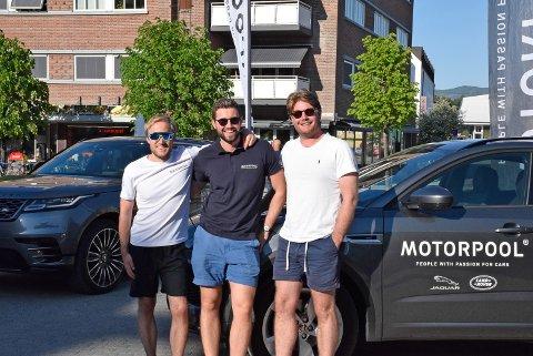 Kult: Over halvparten av de ansatte hos Motorpool er fra Hønefoss. – Det er kult å være med å sponse, sier Emil Holm Opsal (t.v.), Andreas Nysteen, og Andreas Ullern Faksvåg fra Motorpool.