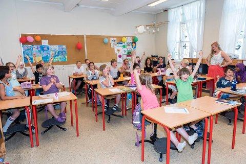 FULL JUBEL: 4B ved Hønefoss skole jubler når de skjønner at har vunnet konkurransen Aktiv skolevei.