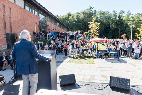 BOLIGER: Her åpnet rektor Petter Aasen studieåret ved universitets avdeling i Hønefoss 13. august. Veldig mange studenter ønsket studentbolig, men fikk det ikke.