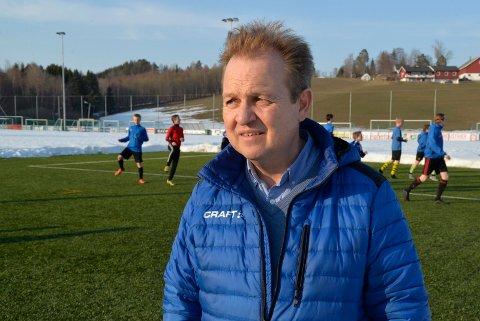Atle Hunstad og Heradsbygda IL har lagt ned mange timers arbeid for å få opp en fotballhall. De mangler kun støtte fra kommunen.