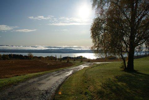 Høstsol på vandring mot vest
