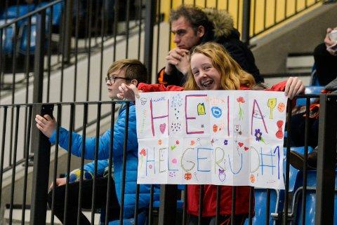 SKOLECUP: Helgerud-spillerne fikk god støtte fra tribunen.
