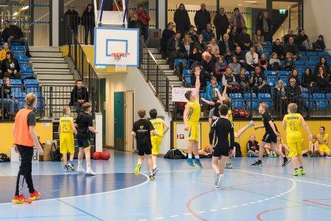 SKOLECUP: Semifinale mellom Helgerud og Benterud.
