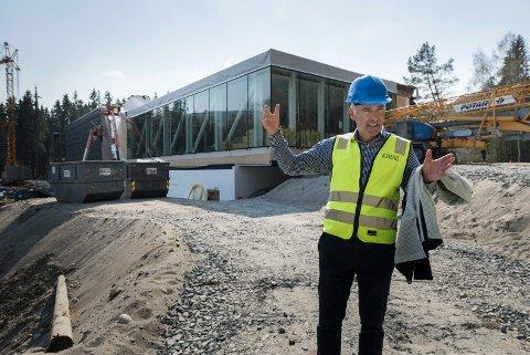 2019: Egil Eide i oppdatert utgave, foran The Twist på Kistefos-Museet.