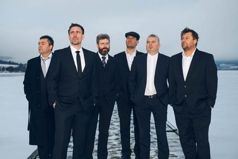 MUSIKALSK INNSLAG: Paradise Moutain Boys spiller under Høy på landet-festivalen.