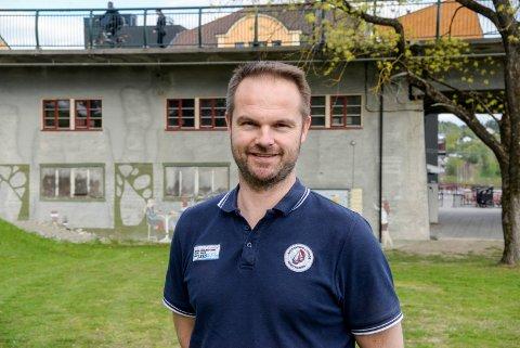 GOD STØTTE: Øistein Røste i Ringerike Taekwondo-klubb har vært én av flere pådriver i klubben for prosjektet i brukaret.