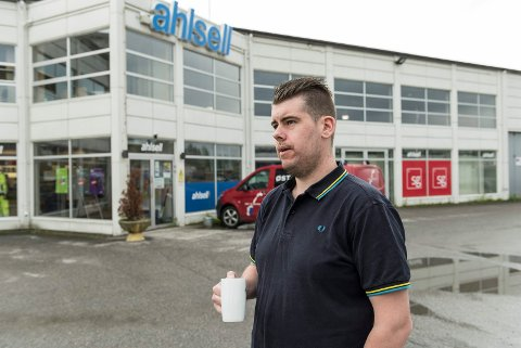 JEGER: Kristian Svarstad fikk som den eneste jegeren hos Ahlsell Hønefoss måkejobben, men kommunen ga blankt avslag på søknaden om skadefelling.