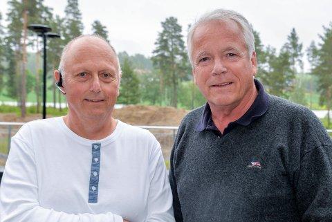 INTENS PROSESS: Dagfin Bakken og Rune Refvik i Hønefoss Tennisklubb er i daglige møter og samtaler for å få tennishallen på plass så fort som mulig.