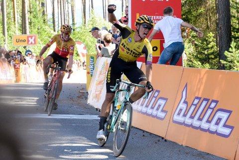 SPURTSEIER: Litt ufin kjøring på oppløpet sikret Amund Grøndahl Jansen seieren foran Andreas Leknessund.