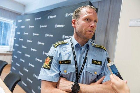 SAKKYNDIGE: Politiinspektør Per Thomas Omholt opplyser at etterforskningen i all hovedsak er ferdig - nå venter politiet på uttalelser fra sakkyndige.