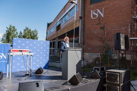 Språklig svikt: Rektor ved USN, Petter Aasen, under studieårets start i 2018. Han sier de har ingen gode unnskyldninger for den språklige svikten.