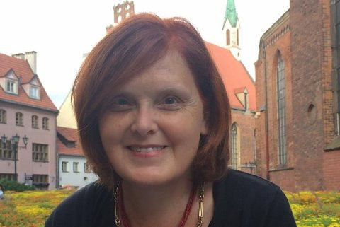 UVERDIG: Eva Bekkelund-Eriksen mener saken om Arne Evjen, som ga opp Hole kommune og flyttet til Hønefoss, har utviklet seg til å bli en kampanje for hyttekjøperen og nok mot Hole Kommune.