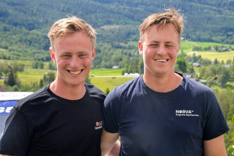 HJEMME BEST: Tvillingene Mads og Robert Kasa reiser mye rundt i landet gjennom motorsporten, men trives aller best hjemme på Veme.