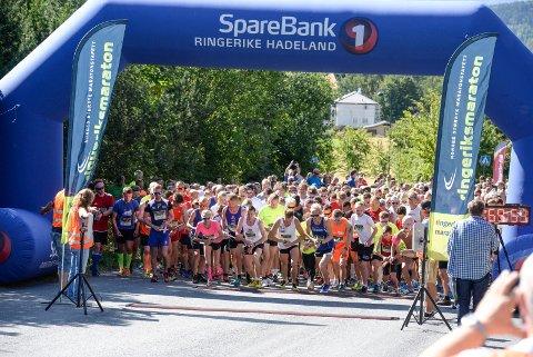 SLIK BLIR DET IKKE: Startfeltet kommer nok ikke til å bade i sol i den 25. utgaven av Ringeriksmaraton.