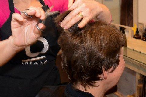 ENGASJERER: Prisene på hårklipp er et tema som engasjerer mange.