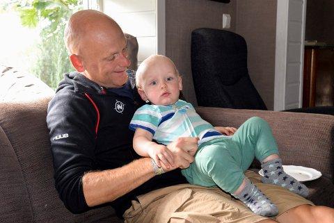 NY HVERDAG: Audun elsker livet som far til to små gutter. Ludvig og Syver er nå 14 måneder gamle.