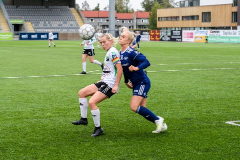 TOPPSCORER: Silje Nyhagen (til venstre) håper på nye nettkjenninger i Grimstad i dag. Spissen har til nå 14 seriemål i 1. divisjon.