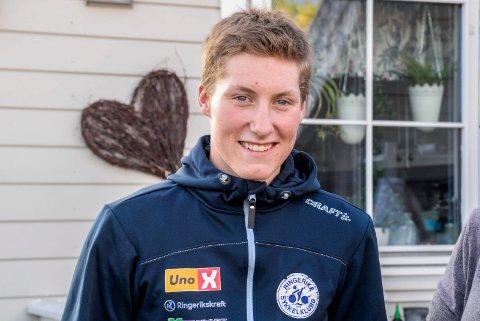 UTFORDRER: Sondre Midtsveen syklet Tyrifjorden rundt på 2,5 timer. Nå utfordrer han andre til å slå den tiden.