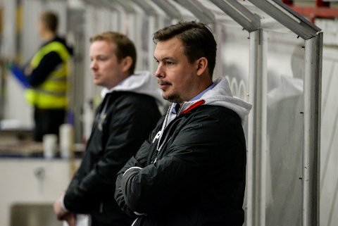 LOVENDE START: Ass trener. Per Braxenholm og hovedtrener Martin Boork var fornøyd med jevn kamp mot Frisk Asker.