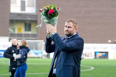 VEMODIG: Jan Gundro Thorstensen tok til tårene da han takket av som HBK-sjef etter fem år.