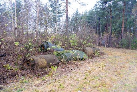 Ådal il skulle egentlig bruke disse kunstgress-restene til ny treerbane. Nå er de fjernet, etter å ha ligget ubrukt i flere år.