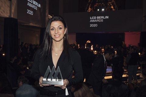 STORT: Kommunikasjonssjef ved Kistefos, Maria Sandvik, var på utdelingen i Berlin.