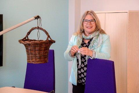 TREKNING: Her trekker Ringerike-ordfører Kirsten Orebråten ut vinnere av 10.000 ekstra gavekroner fra Sparebankstiftelsen Ringerike.