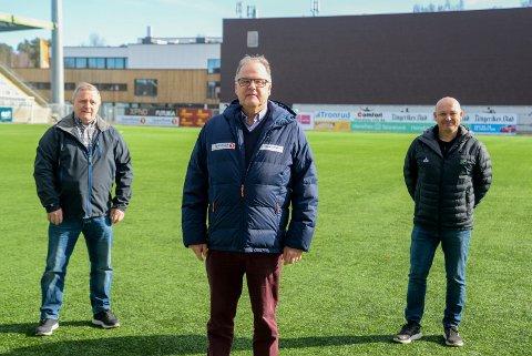 VIL HJELPE: Åge Amundsen (venstre), Runar Krokvik (midten) og Runar Vinjevoll håper flere barn kommer i aktivitet ved at Sparebankstiftelsen Ringerike gir støtte til trenings- og medlemsavgift.