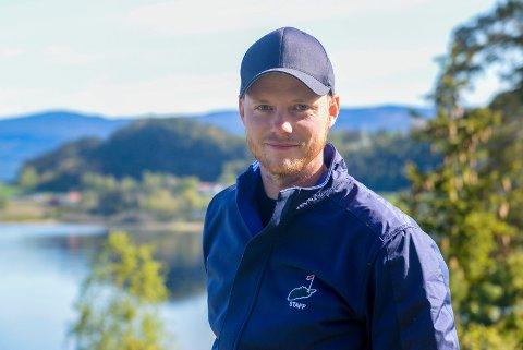 Trond Hildrum (28) fra Gvarv er ny golftrener hos Tyrifjord Golfklubb, og har flyttet til Hønefoss for å ta fatt på jobben.