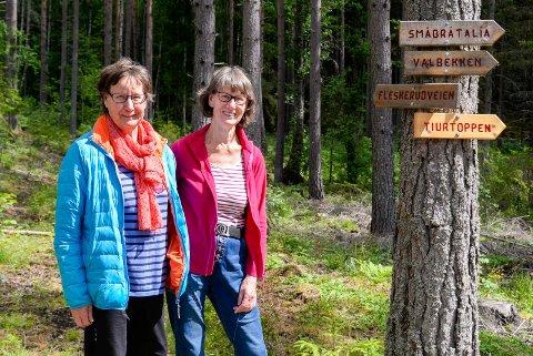 TURGLADE: Søstrene Anne Marie Grenne og Kari Myhre Hellem har i en årrekke bidratt til å vedlikeholde turløypene i Åsa.