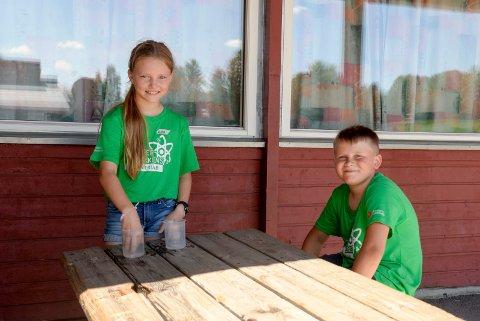 FORSKERE: Elise (10) og Tymek (10) var blant de 26 deltakerne på Forskerfabrikkens sommerlab denne uken.