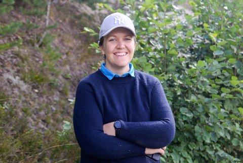 FORNØYD: Nestleder i styret i Ringerike Golfklubb, Tine Holm-Hansen, var glad for å se nye fjes under åpen dag på golfbanen. Klubben har hatt nær dobling av antall besøkende i år.