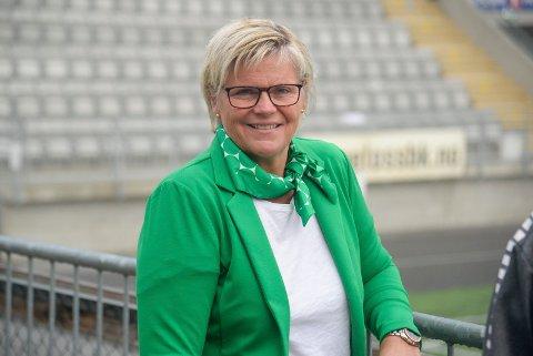 KOMMUNALSJEF: Cecilie P. Øyen har lang erfaring som kommunalsjef i Jevnaker. Nå har hun fått ny jobb i Bærum. Hun er også styreleder i HBK, og bildet er tatt i den anledning.