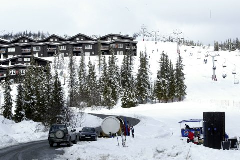 På tross av tiltakene stiller Krødsherad kommune, som blant annet huser Norefjell alpinanlegg, seg lojale bak de nye Viken-tiltakene. I andre kommuner reageres det på nivået av nedstenging.