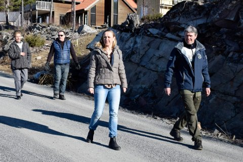 OPPGITT: Lillan Tangen Bratsberg (47) er oppgitt over at det i dag ikke går an å skille ut ei tomt til barn en gang i Åsa.