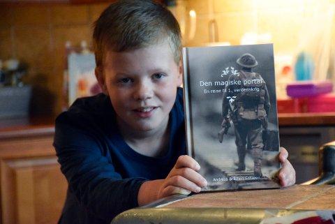 VIKTIG: - 14.000 nordmenn kjempet under 1. verdenskrig, det er nesten litt glemt. Derfor syns jeg det var fint å skrive om det, sier Andreas Bråthen Sataøen (11) fra Vik i Hole.