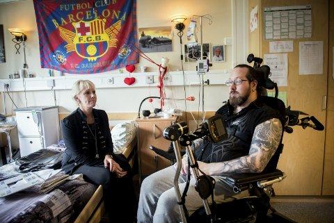 LØSNING: Terje Sørlie Skaug (t.v.) og moren Veronica Sørlie har kjempet for jevn tilgang til fysioterapi i flere år. Terjes innlegg på Facebook ga saken oppmerksomhet både internt og eksternt. foto: Ylva Seiff Berge