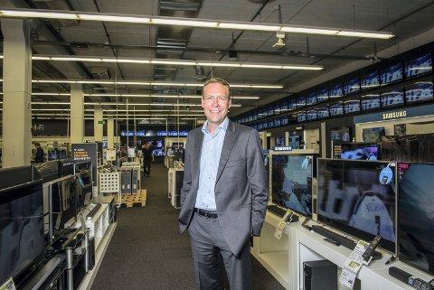 PENGEMASKIN: Elkjøp-direktør Jaan Ivar Semlitsch leder det som akkurat nå er romerikes største pengemaskin. (Foto: Elkjøp)