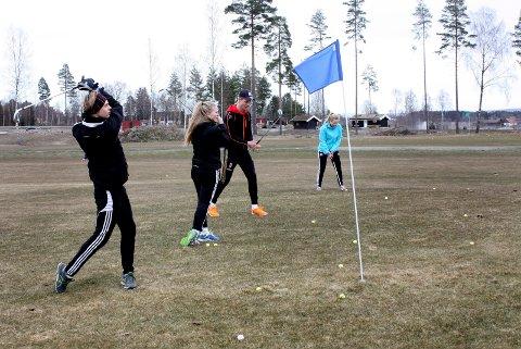 I FARESONEN: Politikerne vil helst leie ut golfbanen, men det kan ende med at den pløyes opp.