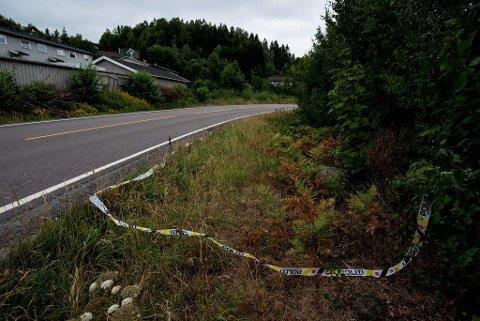 Bygda i sorg: En mann omkom og fem ble skadd i bilulykken ved Flateby i går kveld. Kommunens kriseteam vil være tilstede på ungdomsklubben på Flateby i ettermiddag.