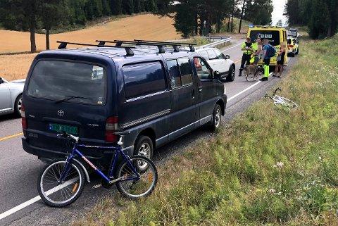 TIL SYKEHUS: Syklisten ble fraktet til Ahus. FOTO: VIDAR SANDNES