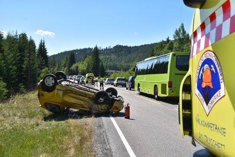 HELDIG: Kvinnen som kjørte denne bilen var heldig som kom fra det uten alvorlige skader.