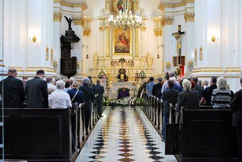 KOSTBART: Den største faktoren som bestemmer prisen på begravelsen er hvorvidt om en seremoni skal finne sted eller ikke. Sistnevnte blir stadig vanligere i Norge.   FOTO: Shutterstock / NTB Scanpix