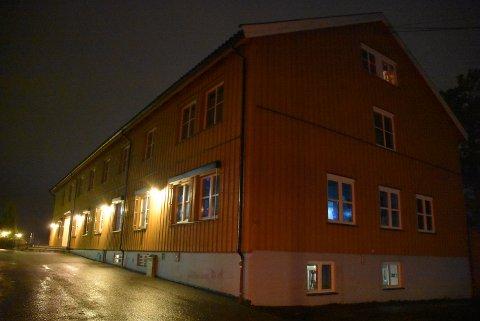 Fire elever har fått påvist koronasmitte ved Kjelle videregående skole. Rundt 30 elever og 12 ansatte er i karantene. Foto: Trym Helbostad