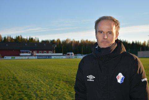 – Det vi driver med i første omgang, er hårreisende, sier FuVo-trener Tommy Grønvold. (FOTO: TRYM HELBOSTAD)